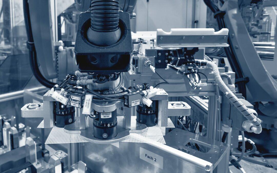 Bauteilhandling an Spritzgussmaschinenfür Frontend-Vormontage